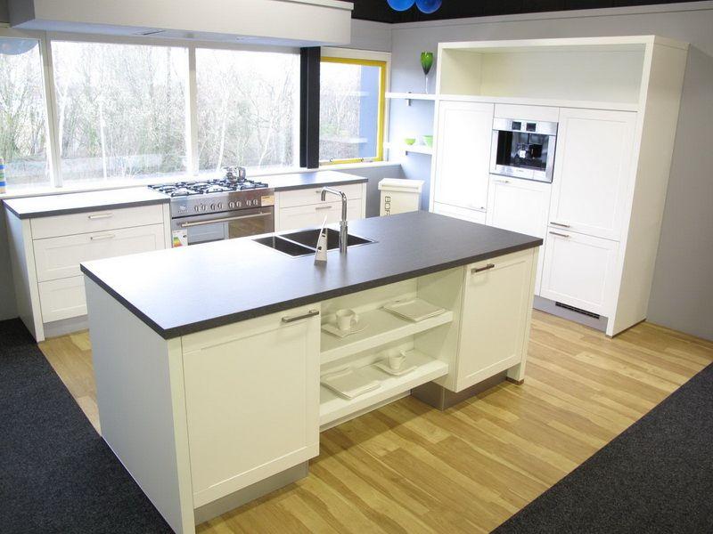 Showroomkeukens alle showroomkeuken aanbiedingen uit nederland keukens voor zeer lage keuken - Serveren eiland keuken ...
