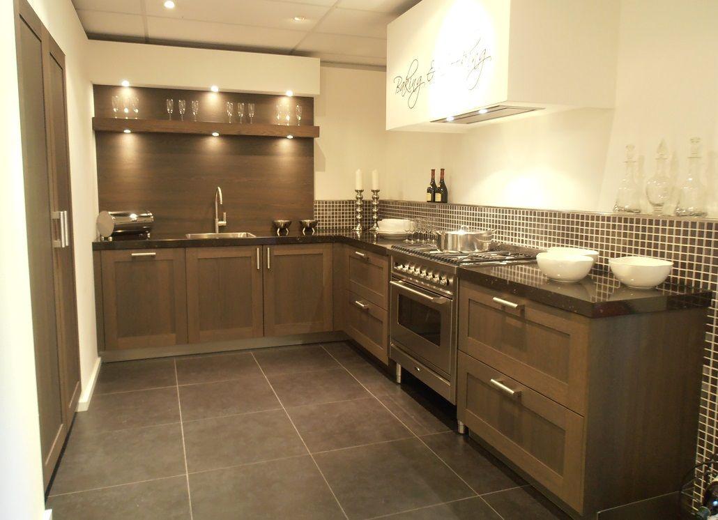 Showroomkeukens alle showroomkeuken aanbiedingen uit for Landelijke keuken
