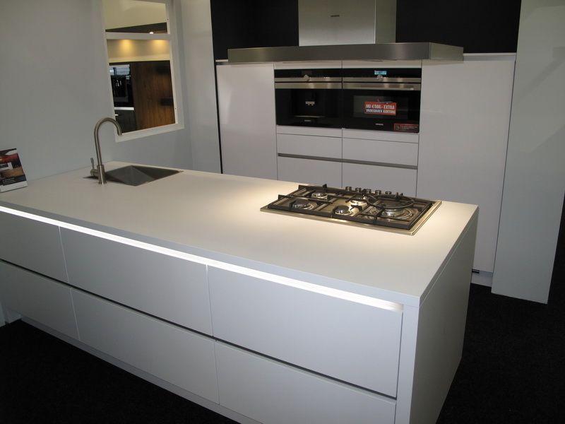 Greeploze Witte Keuken : Snaidero greeploze witte designkeuken product in beeld