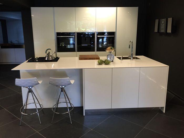 Showroomkeukens alle showroomkeuken aanbiedingen uit nederland keukens voor zeer lage keuken - Centraal eiland om te eten ...