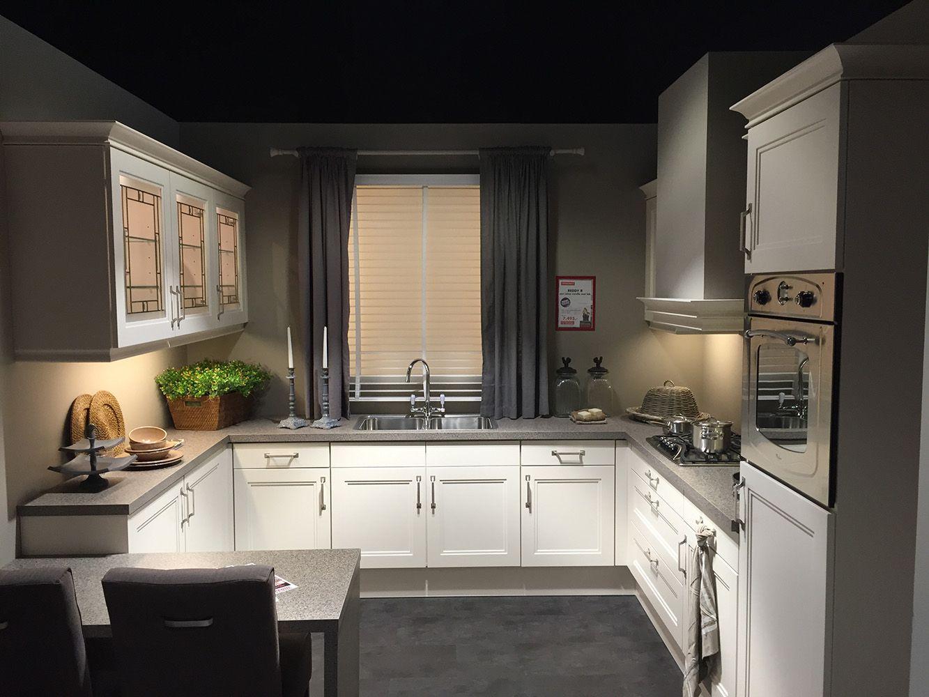 Keuken U: Eigen keuken persoonlijk advies over keukens bij u thuis.
