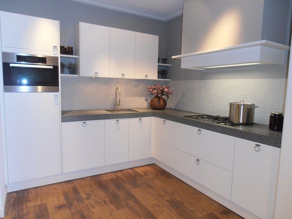 Witte Eiken Keuken : Showroomkeukens alle showroomkeuken aanbiedingen uit nederland