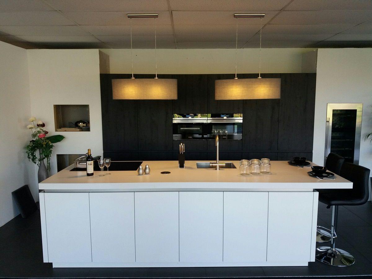 Inbouw Stopcontact Keuken : Showroomkeukens alle showroomkeuken aanbiedingen uit nederland