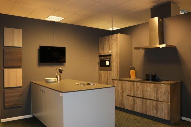 Apothekerskast Voor In De Keuken.Showroomkeukens Alle Showroomkeuken Aanbiedingen Uit Nederland