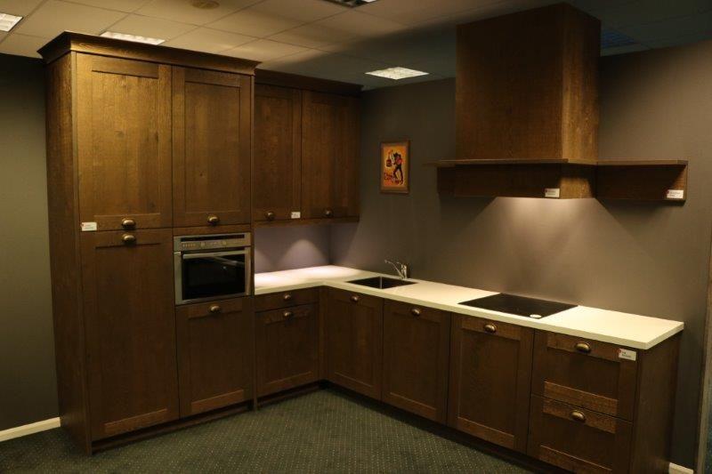 Moderne Keuken Donker : Moderne grijze keuken functies donker grijze kasten u stockfoto