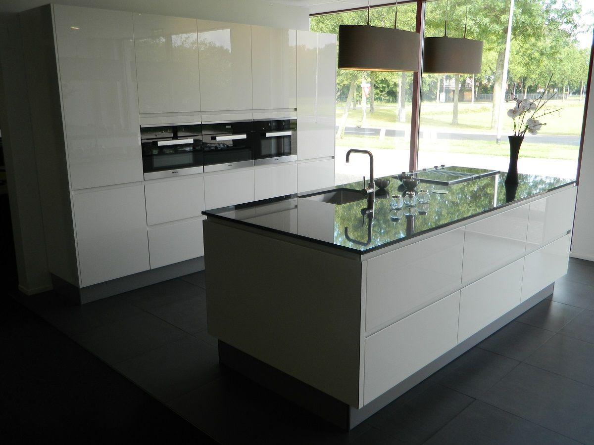 Showroomkeukens alle showroomkeuken aanbiedingen uit nederland keukens voor zeer lage keuken - Tafel design keuken ...