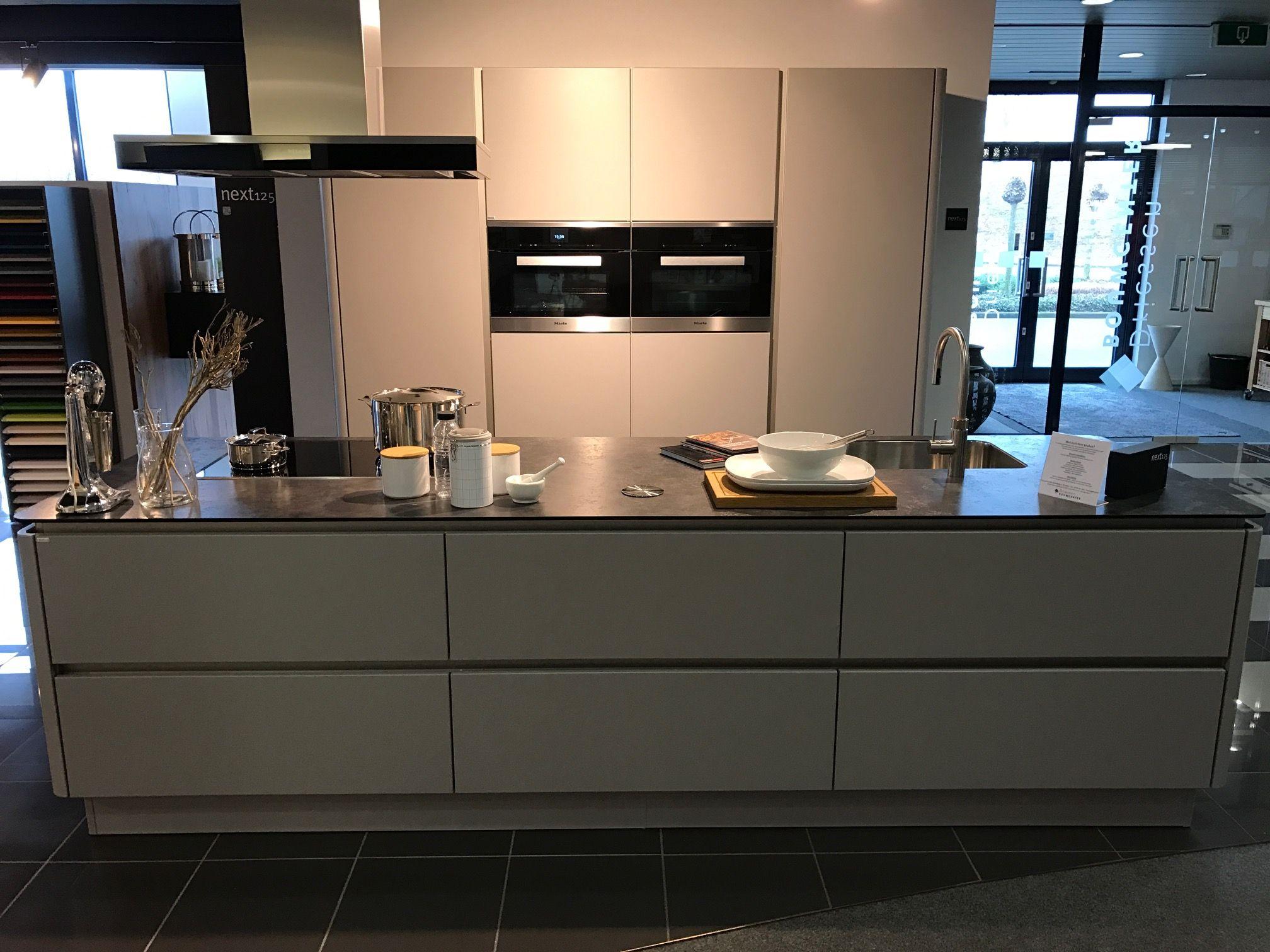 showroomkeukens alle showroomkeuken aanbiedingen uit nederland keukens voor zeer lage keuken. Black Bedroom Furniture Sets. Home Design Ideas