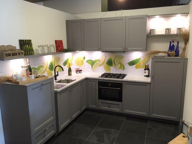 Grijze Moderne Keuken : Showroomkeukens alle showroomkeuken aanbiedingen uit nederland