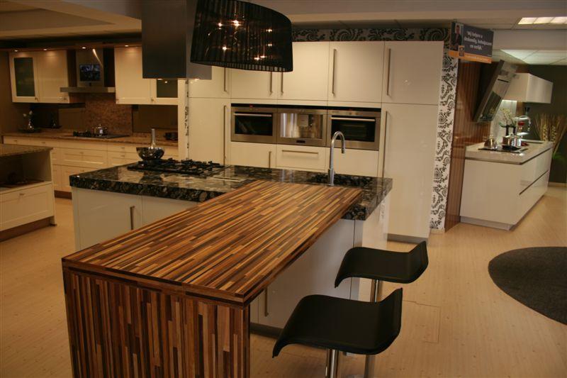 Showroomkeukens alle showroomkeuken aanbiedingen uit nederland keukens voor zeer lage keuken - Tafel centraal eiland ...