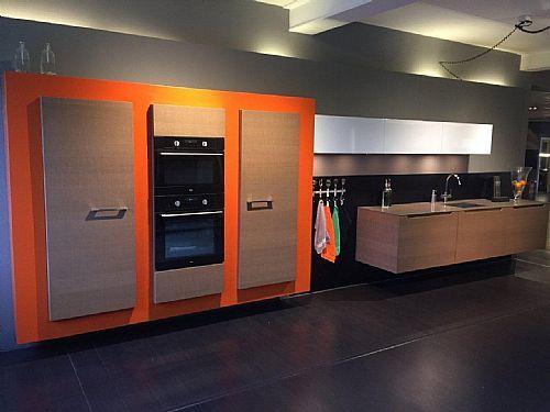 Meer informatie aanvragen over Italiaanse keuken met kastenwand en apparatuur
