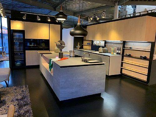 Meer informatie aanvragen over Italiaanse design keuken in keramiek icm houtfinee