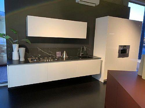 Meer informatie aanvragen over Italiaanse design keuken hoogglans + Gaggenau