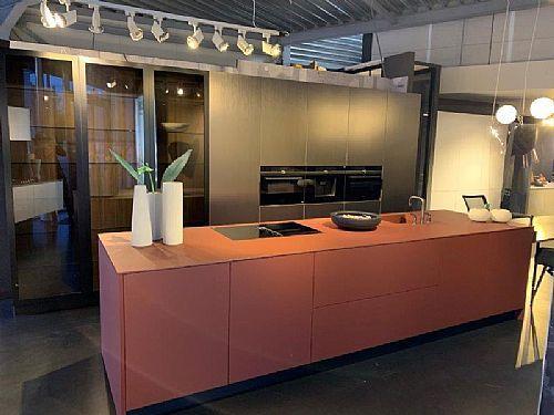 Meer informatie aanvragen over Italiaanse design keuken rood + gunmetal