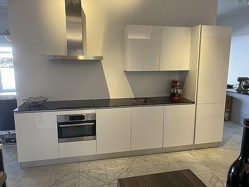 Meer informatie aanvragen over Rechte keuken witte hoogglans keuken