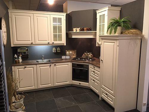 Meer informatie aanvragen over Klassieke keuken magnolia
